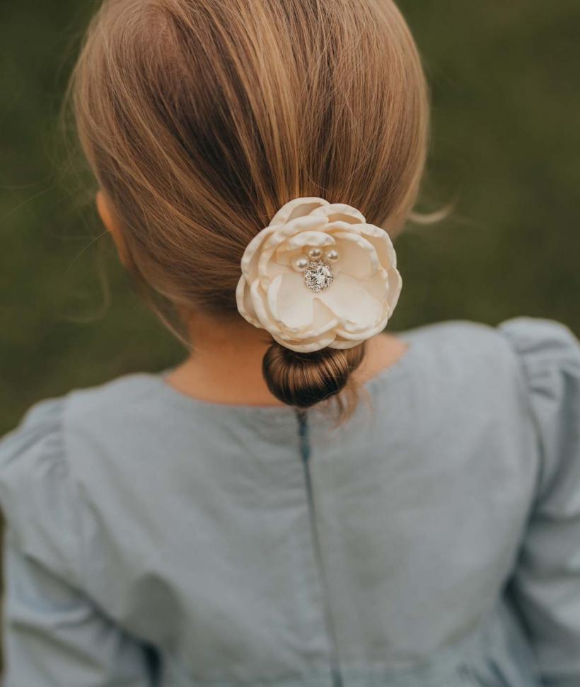 Girls Clover Clip Cream